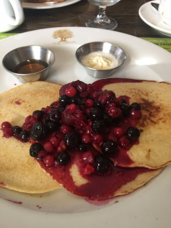 Barna, Ireland: Wild berry pancake breakfast