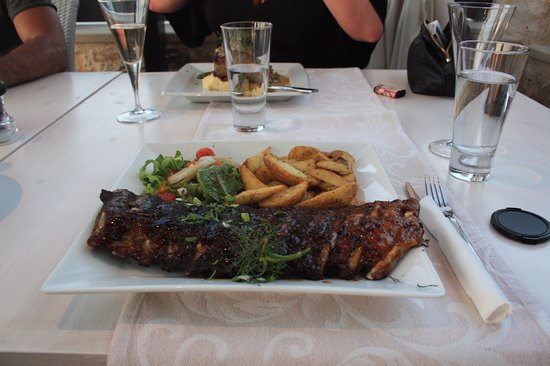 Parigoria, Греция: The Glorious Honey, Thyme BBQ ribs.