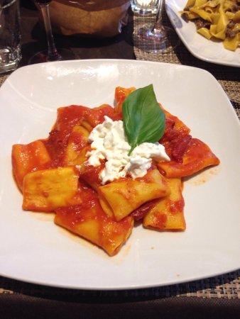 Monclassico, Italia: Millefoglie e Paccheri ai due pomodori con burrata