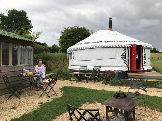 Brackley, UK: Moroccan 8 sleeper Yurt.