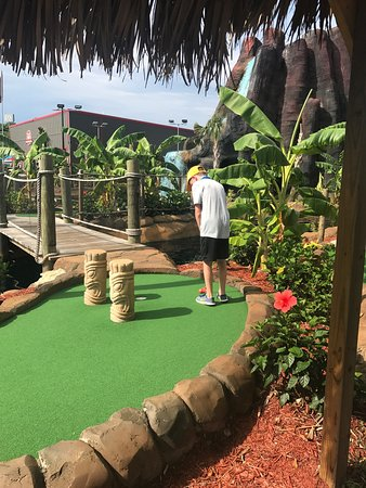 ‪Aloha Mini Golf‬