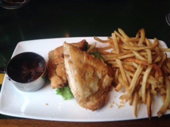 Martin's Tavern: Monte Cristo (n puff pastry)