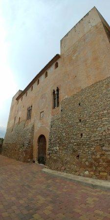 Casa del Señor, en la Plaza da la Iglesia de Sot de Ferrer. Palacio gótico del siglo XIII Privad
