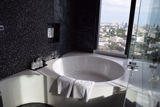SO Sofitel Bangkok: Big Round Bathtub