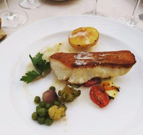 Ay, Francia: Poisson noble du moment (rascasse) au beurre blanc