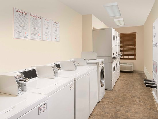 WoodSpring Suites Austin North I-35: Laundry Room