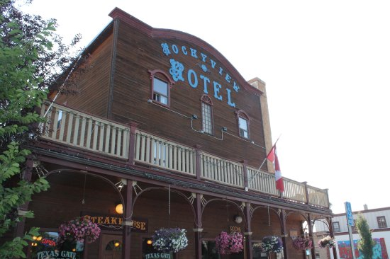 Rockyview Hotel: The Rockyview is well located near restaurants.