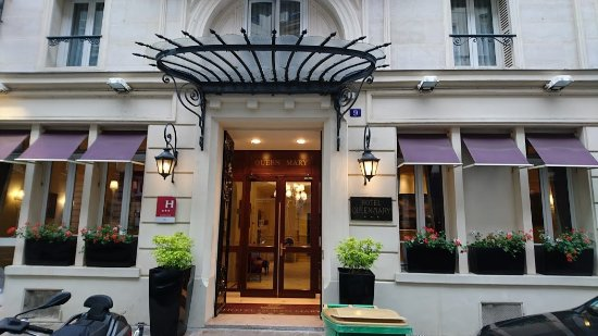 Hotel Queen Mary : クイーンマリー 玄関
