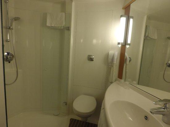 Lancy, Switzerland: Banheiro bem limpo.
