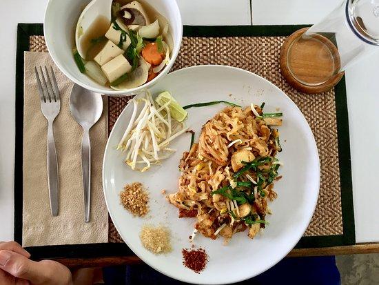 San Sai, Thailand: Pad Thai + Vegetables and Tofu soup