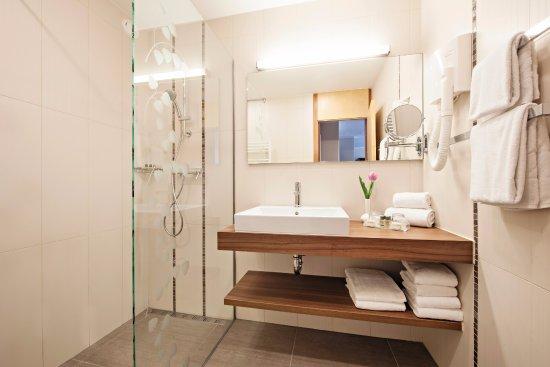 Hotel Ajda: Simple and elegant premium bathroom