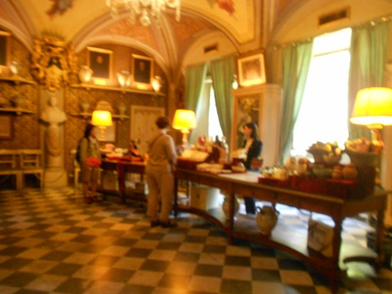 Officina Profumo-Farmaceutica di Santa Maria Novella: sales