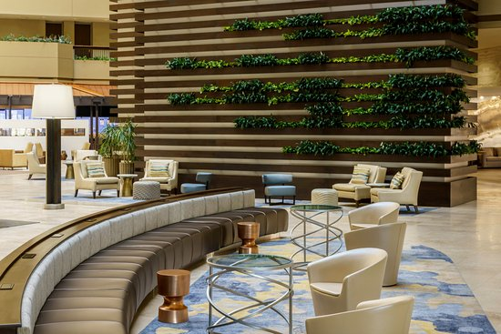 Itasca, IL: Lobby Living Wall