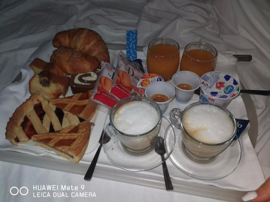 Immagini Colazione A Letto.Colazione A Letto Picture Of Hotel Masaniello Luxury Casoria