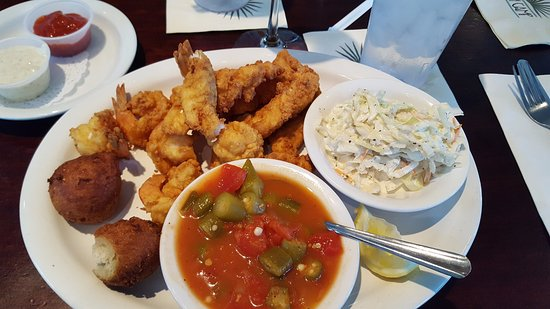 Ponte Vedra Beach, Flórida: Fish and shrimp - with tasty okra and tomatoes