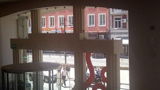 Moov Hotel Porto Centro: Entrada del hotel