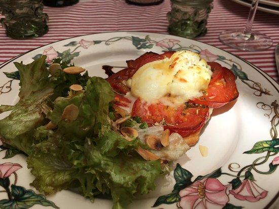 Caunes-Minervois, France: tarte fine tomate-chèvre