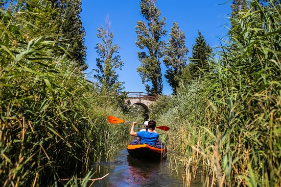 Life and Ventures: Narrow canales and under the bridge on Baćina Lakes