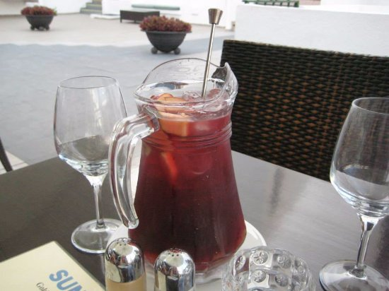 Sunset Bay Club: Sangria in the hotel restaurant
