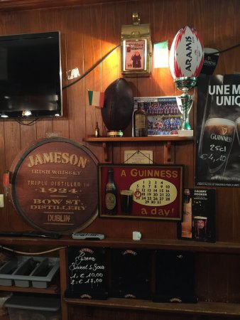 Ferney-Voltaire, Frankrike: Paddy's Pub