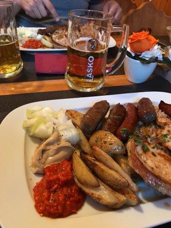 Begunje na Gorenjskem, Slovenia: Piatto di carne mista 2