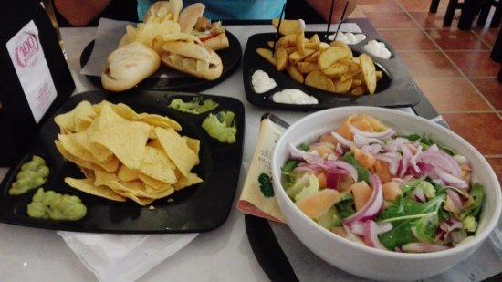 Orio Al Serio, Itália: Nachos, Patate, Insalata al salmone e tapas miste
