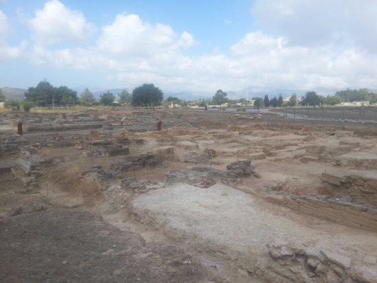 Ruines de la Ville Romanie de Pollentia: Restos de la ciudad romana de Pollentia