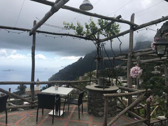 Montepertuso, Italia: where we ate breakfast