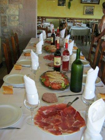 Zugarramurdi, Espanha: la table nous attend !