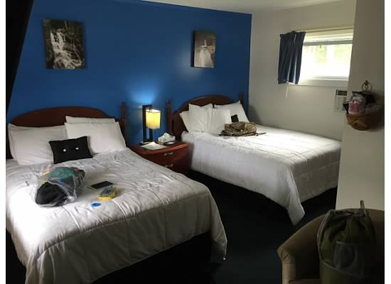 Saco River Lodge & Suites: Double bed room in the front