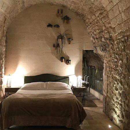 Locanda Don Serafino: stanza n 8 immersa nella roccia