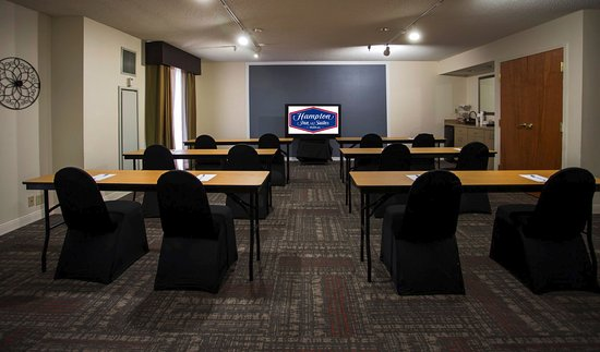 Hampton Inn Suites Valdosta Conference Center: Class Room Style in the meeting room