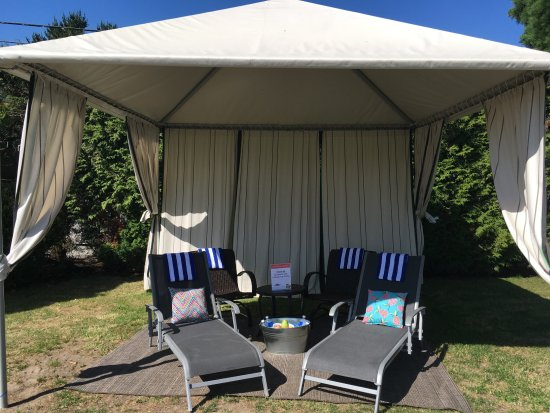 Tsawwassen, Kanada: Grab some rays in the privacy of a VIP Cabana!