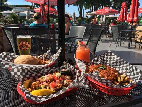 Tsawwassen, Kanada: Burgers, poutine, calamari and more available at BV's Sports Bar!