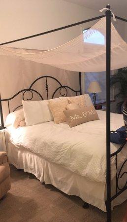 Edinboro, PA: June Room - King-sized Bed!