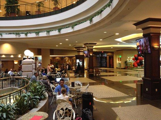 Exterior: imagen de Sheraton Greensboro at Four Seasons - Tripadvisor