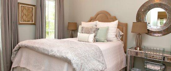 Marcia's Cottages: Marcia's Cottage queen bedroom
