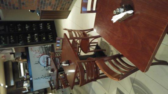 InVito Pizza & Pasta: Miałem mieszane uczucia wchodząc ( wchodziłem bo blisko rynku i placu mariackiego a jadlodajnia