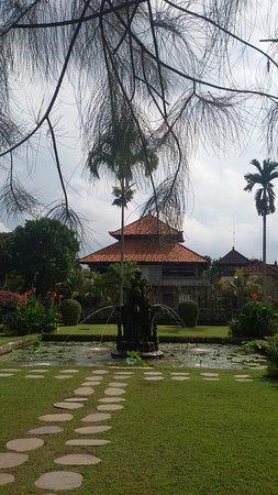 Mengwi, Indonesia: kolam dan taman di bagian dalam