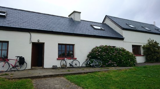 County Mayo, Irlanda: Lovely old cottage where course participants stay.
