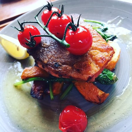 Sunninghill, UK: Grilled Sea Trout. Lush