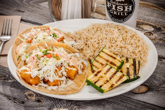 Redlands, Kalifornia: Fish Taco Combo with Brown Rice & Grilled Zucchini