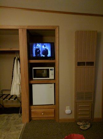 All Seasons Inn : TV, Microwave, mini fridge