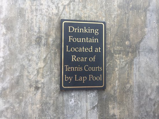 Del Mar, CA: The sign about the water fountain...