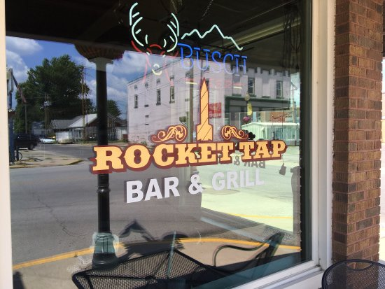 ‪‪Lewistown‬, إلينوي: The Rocket Tap Bar and Grill‬