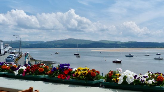 Aberdyfi (Aberdovey), UK: View from outside tables!