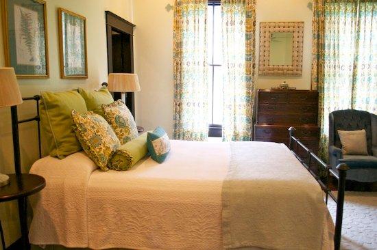 Marcia's Cottages: Evergreen second queen bedroom