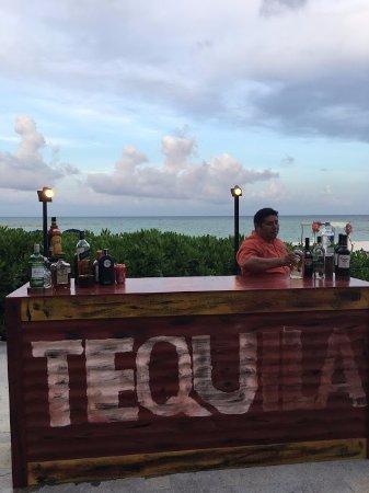 Banyan Tree Mayakoba: best bartender (ismael) for wedding reception at sands poolside