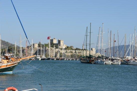Port Bodrum Yalikavak: CASTLE FROM MAIN ROAD