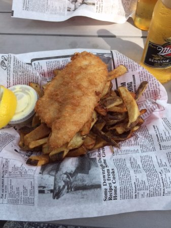 Gimli, Kanada: One piece deep fried pickerel & fries